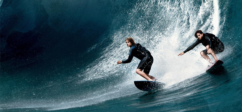 Dia internacional do surf: Dois homens surfando em uma onda gigante