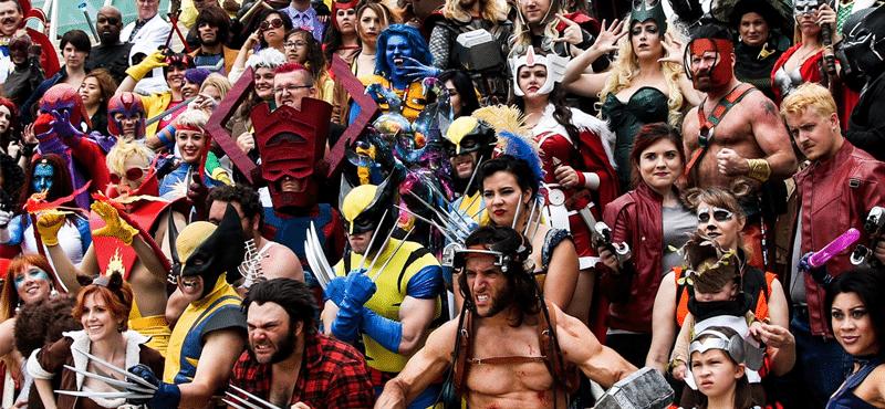 vários cosplayers reunidos, evento geek goiânia