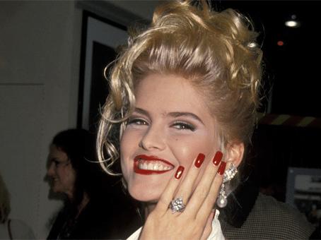 The Anna Nicole Smith Story ( coco chanel )