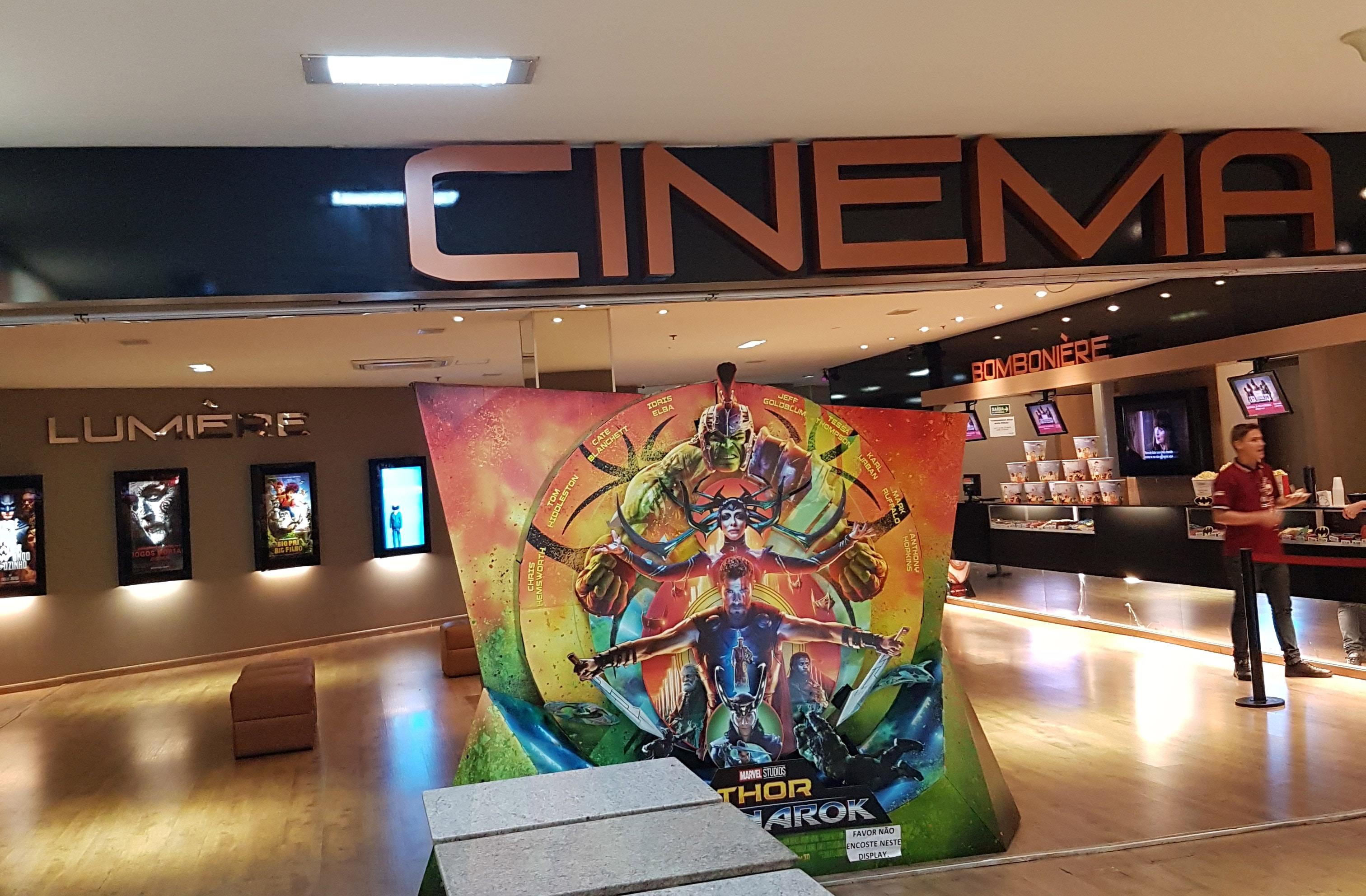 Fachada do Cinema Lumière Banana Shopping